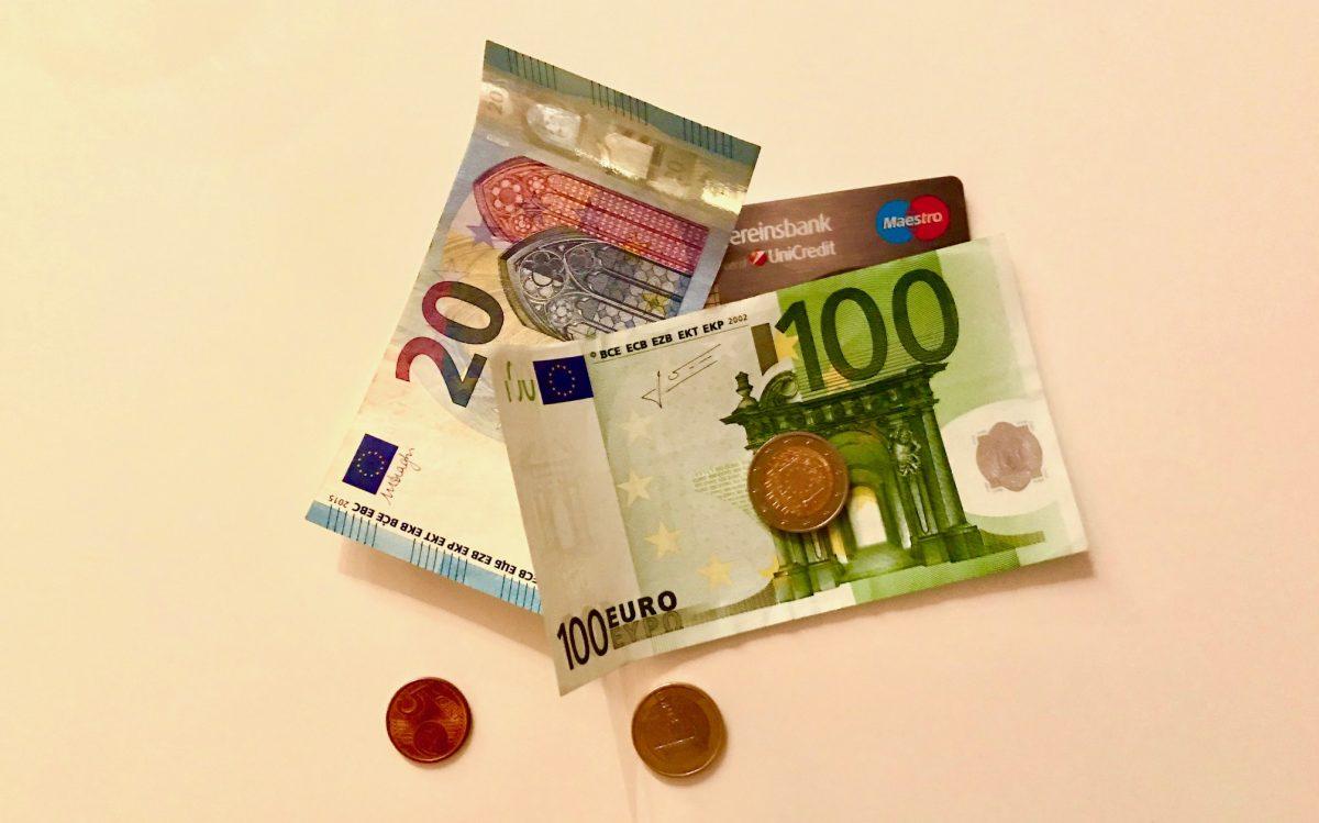 Münzen, Noten, Plastikgeld